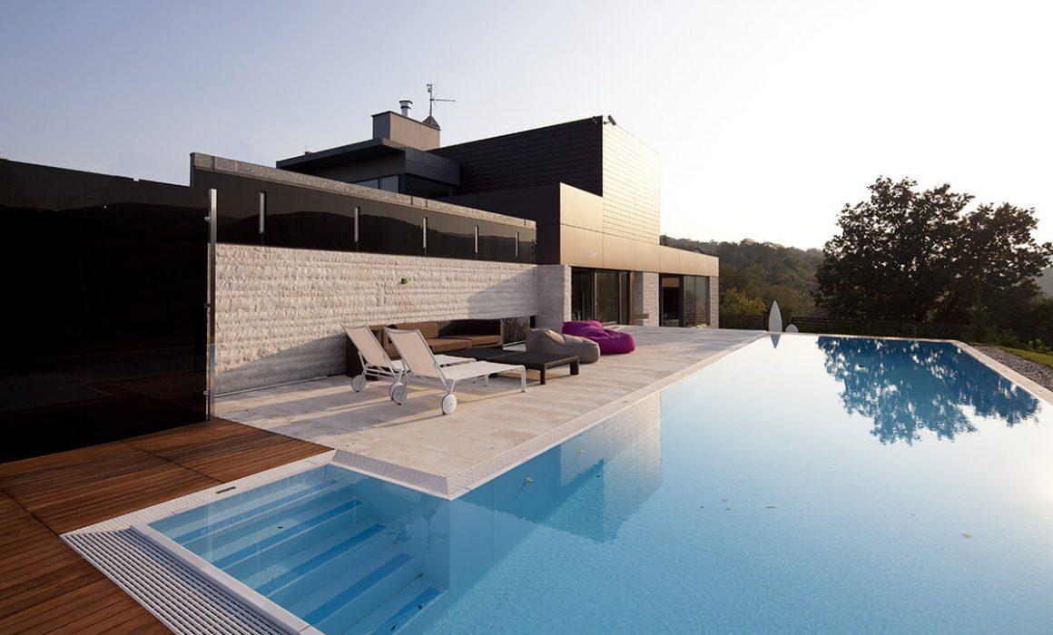 Diseño y construcción de casas con piscina